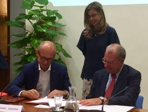 da sinistra l'Assessore Stefano Ciuoffo, a destra il Presidente di Federdistribuzione Claudio Gradara,  al centro l'Onorevole Maria Chiara Gadda.