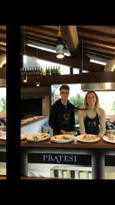 La bellissima cuoca Sig.ra Pratesi e il figlio- tutta la famiglia Pratesi mette la passione nell'accoglienza