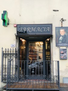 Farmacia Soldani Salvini a Mercatale Valdarno dove vengono prodotti i meravigliosi cosmetici Il Signore della Campagna